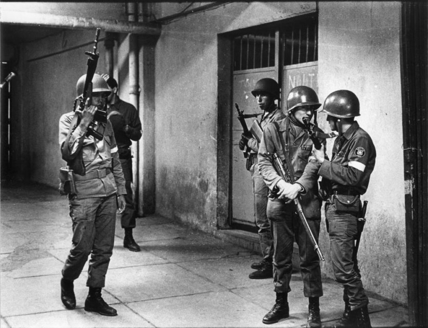 Chili, Santiago, september 1973. Soldiers at the football stadion where prisoners are being held.