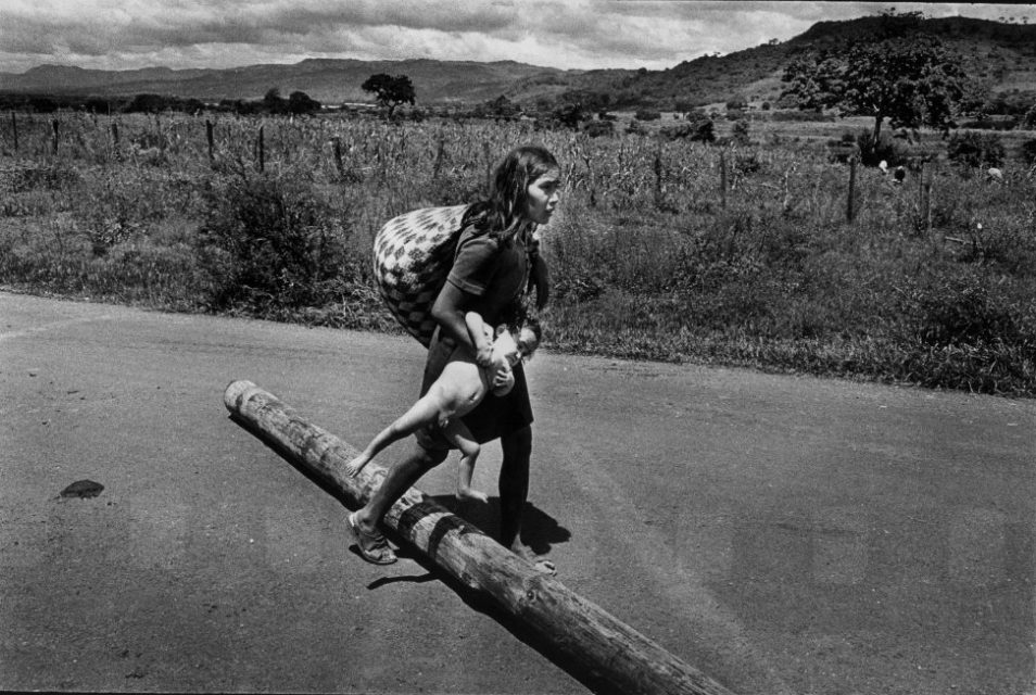 Nicaragua, 1978. Woman escapes with her child after the Esteli bombardment. With this bombardment, the Somoza gouvernment tried to stop the second-to-last offensive of the Sandists.