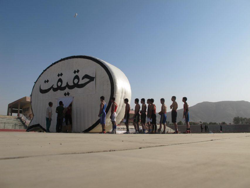 Afghans in line at de stadium