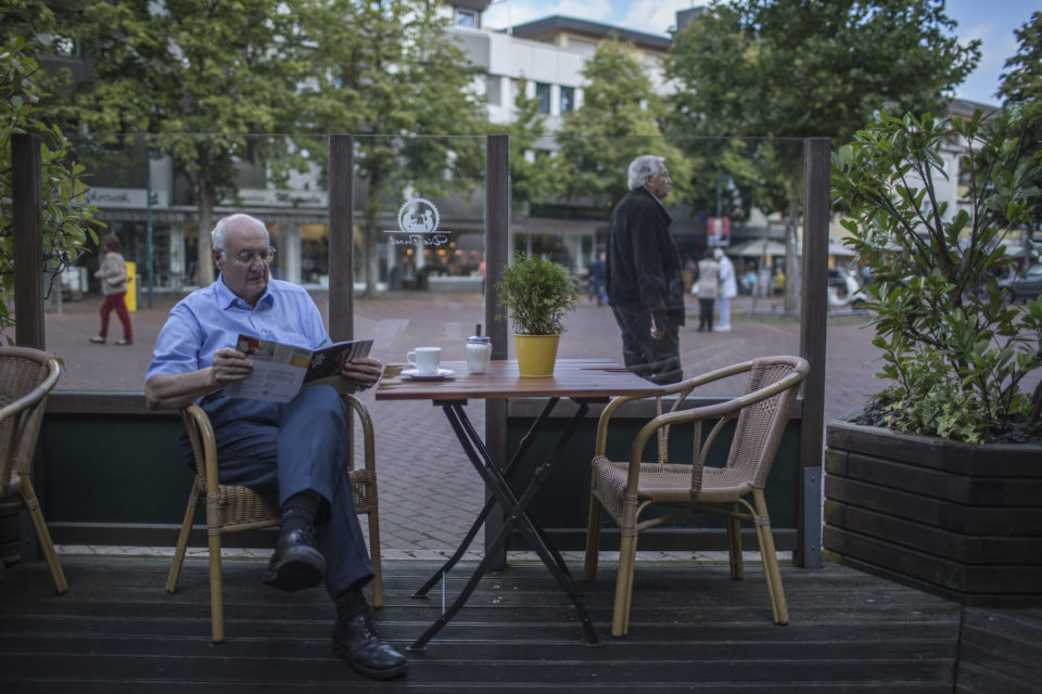 Dr. Ernest Far was born in 1936 in Jaffa, Palestine. In 1948 they fled Jerusalem by taxi to Amman, the capital of Jordan. Dr. Ernest Far eventually started a new life in Bonn, Germany, where he lives until today.