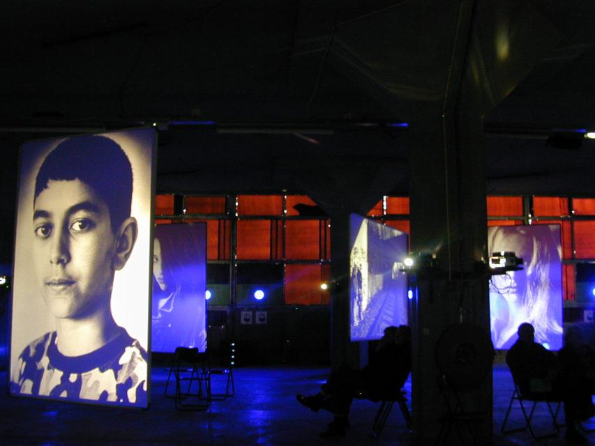 >Play at Las Palmas, Rotterdam, 2001