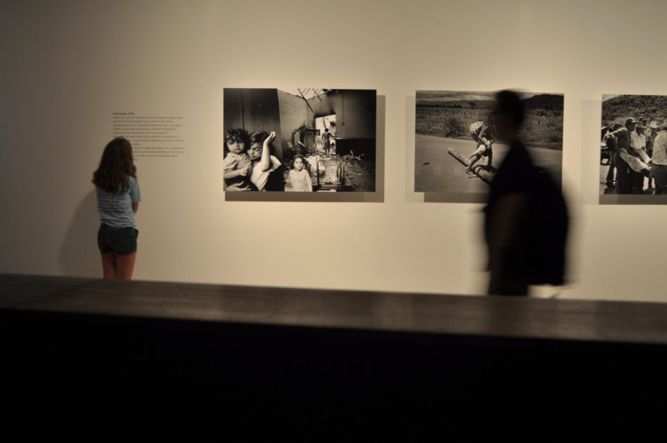 Installationshot: Koen Wessing: Indelible Images, Gam, Santiago, Chile (08/03 - 30/04/2011)