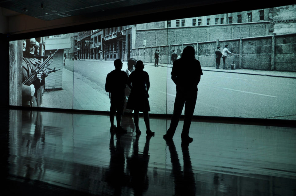 Three-screen projection showing the events around the military coup in 1973 as an audiovisual arrangement.