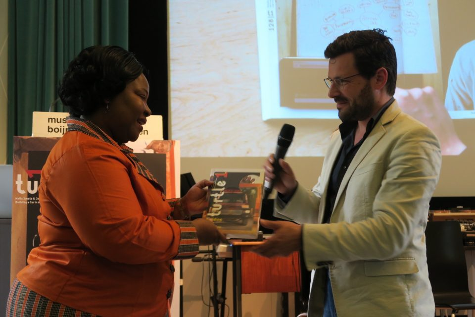 Melle hands the first copy of Turtle 1 to the Dutch ambassador of Ghana