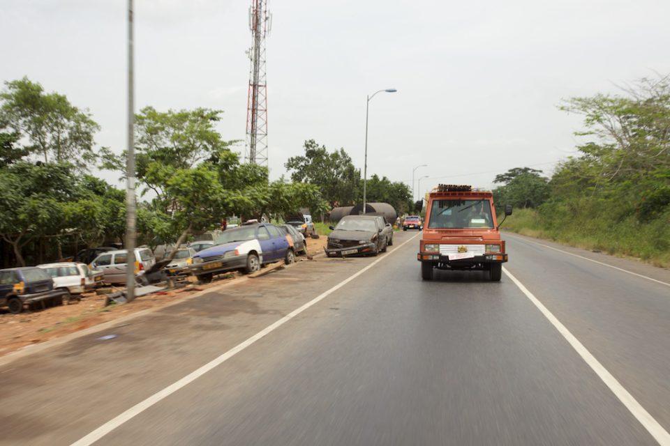 Turtle 1 driving through the Ghanaian landschap.