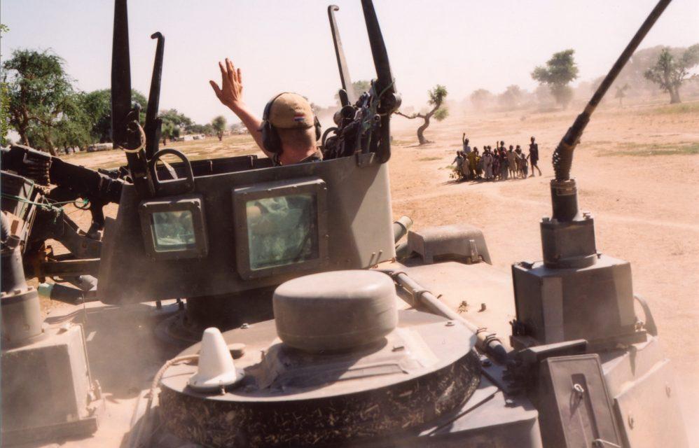 Marines from camp Ciara near Goz Beida going to Koukouangarana on a three-day patrol. // Chad 04.12.2008