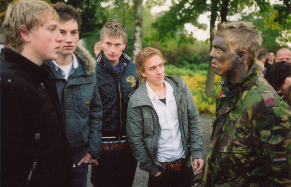 Friends await the presentation of the Airborne Brigade's red beret. //  Oranjekazerne, Schaarsbergen 27.10.2008