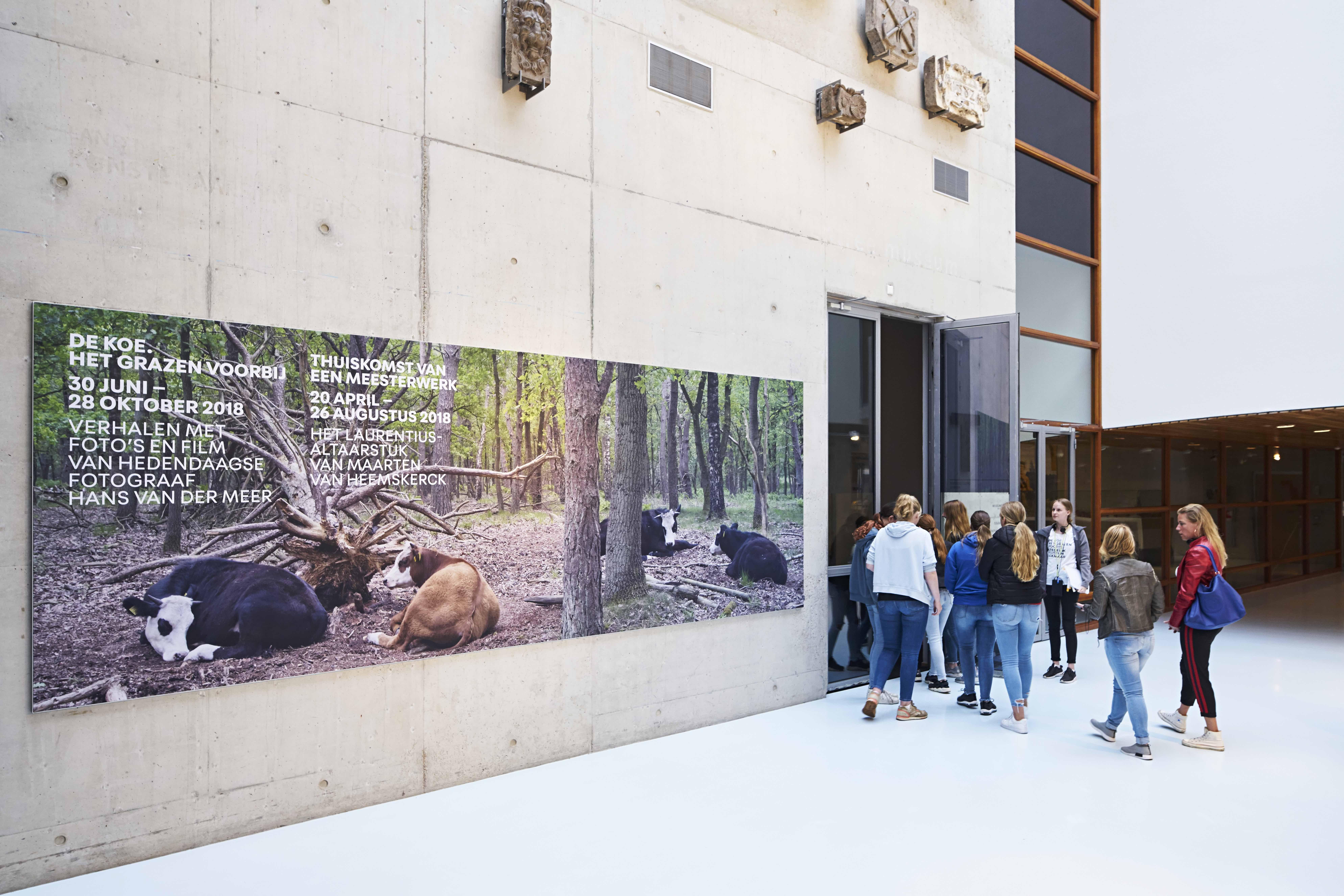Entering the exhibition space at Stedelijk Museum Alkmaar.