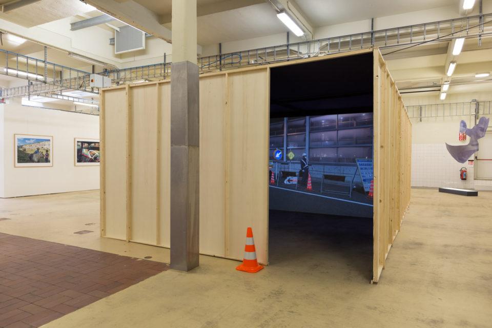 A two screen preview of the multiscreen Mono Men video installation at BredaPhoto