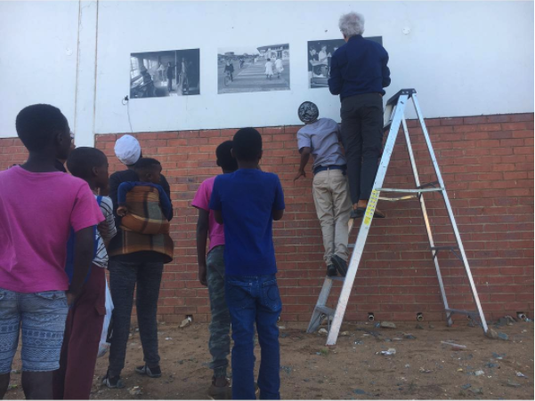 Photographer Ad van Denderen and the entire Welkom team set up a pop-up exhibition of Van Denderen's early images shot in Welkom during the beginning of the nineties in the township of Thabong. They receive direct response of the people passing by. A lot of them recognize places and even some faces.