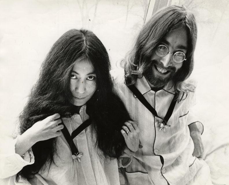 Cor Jaring, Yoko Ono en John Lennon in het Hilton Hotel, Amsterdam maart 1969, Nationaal Archief