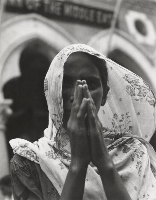 Beatrijs Kuyck, Indiase vrouw met gevouwen handen, 1957, Nationaal Archief